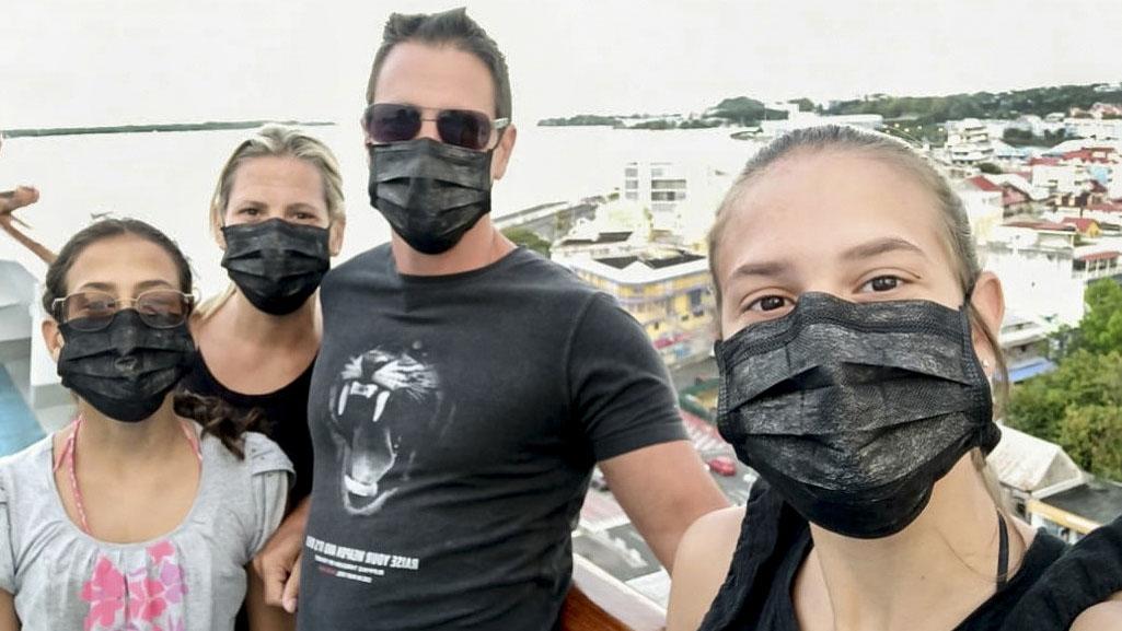 Un ex futbolista espera rescate, tras pasar días encerrado en un crucero con coronavirus