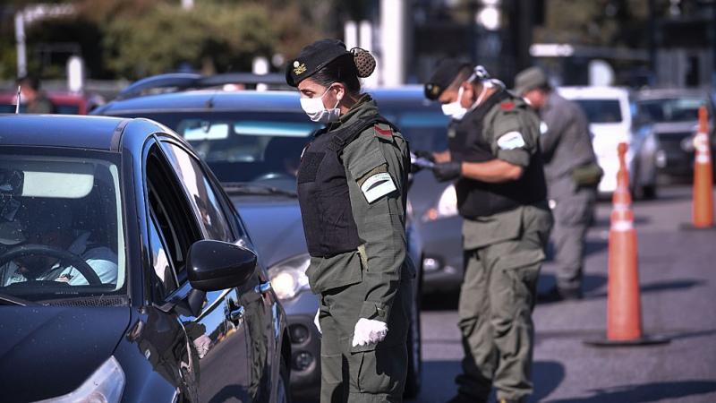 Comienzan los controles en rutas para desalentar el movimiento en Semana  Santa - Télam - Agencia Nacional de Noticias