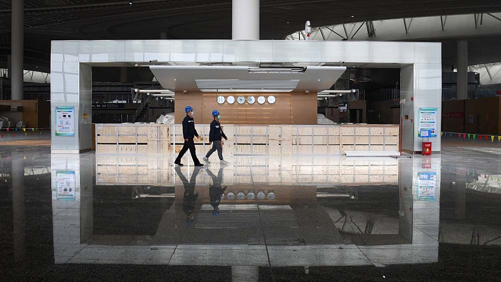 El rebrote tuvo su origen en el aeropuerto internacional de Nanjing y se extendió a 17 de las 33 provincias de China.