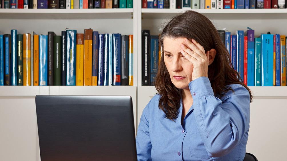 Las mujeres enfrentan mayores niveles de precarización laboral y desocupación