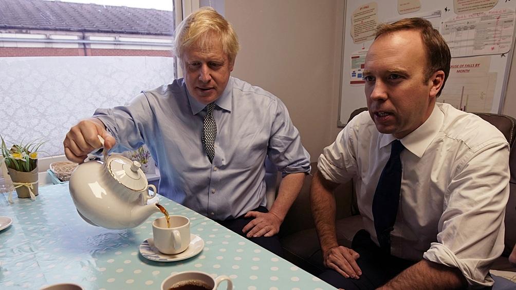 Boris Johnson y su ministro de Salud, en problemas
