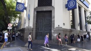 Cuáles son las restricciones y medidas de seguridad en los bancos para la reapertura de sucursales