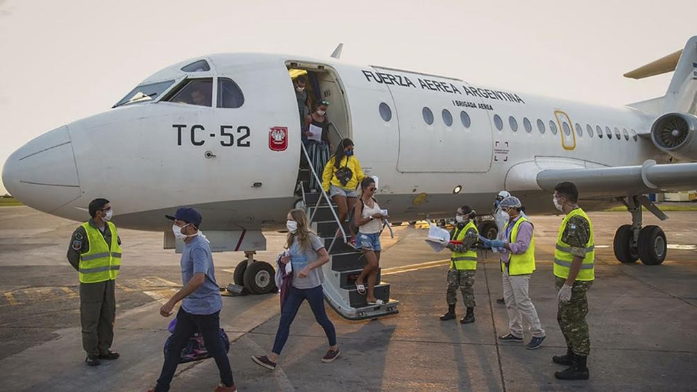 Trasladaron a 116 pasajeros desde Puerto Iguazú hasta el Palomar