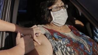 """""""Auto-Vac"""": el sistema de Tucumán para vacunar a los mayores de 65 desde el auto"""