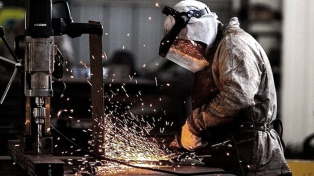 La producción metalúrgica cayó 17,4% en junio, según cámara empresaria sectorial