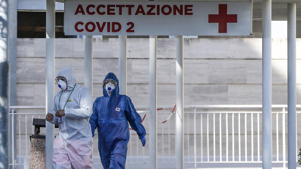 Con 87 muertos, los médicos italianos amenazan con parar por falta de protección estatal
