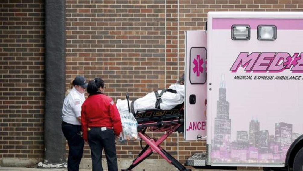 EEUU rompe el umbral de las 2.000 víctimas fatales y se definen medidas parciales de aislamiento