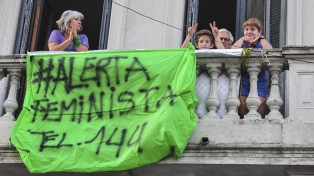 Realizaron un ruidazo nacional contra los femicidios cometidos durante la cuarentena