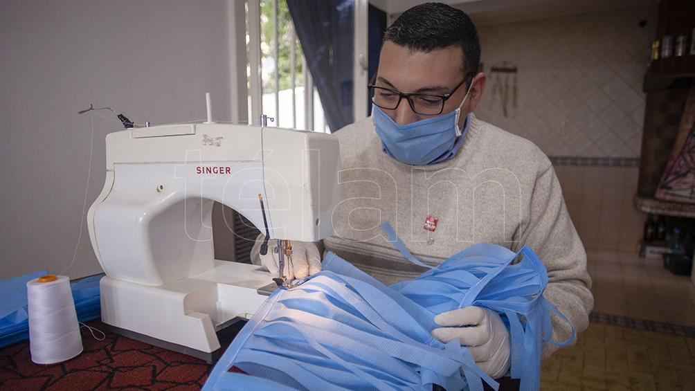 Escuelas y técnicos de Santa Cruz producen insumos para los médicos