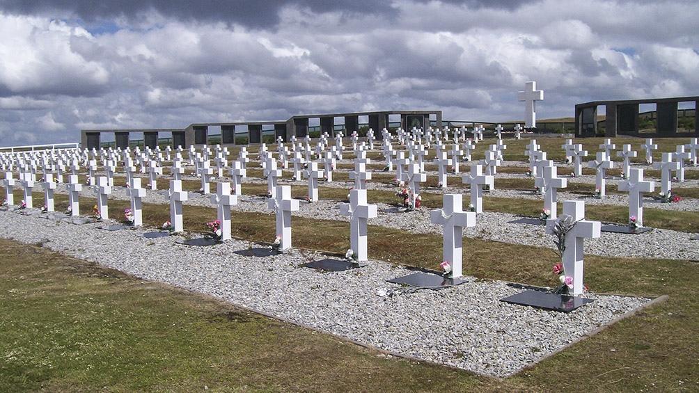 Las 237 cruces del cementerio argentino.
