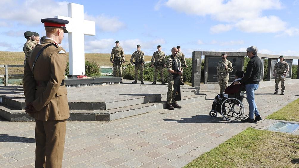 5 de marzo de 2020: Elma Pelozo en el cementerio de Malvinas.