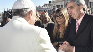 El Papa Francisco dio su apoyo a Aro.