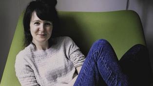 """Olivia Laing: """"El curioso don de la soledad es que nos sitúa en nuestra humanidad común"""""""