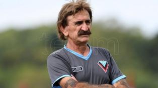 El entrenador de Brown de Adrogué que cumple su cuarentena dentro del club