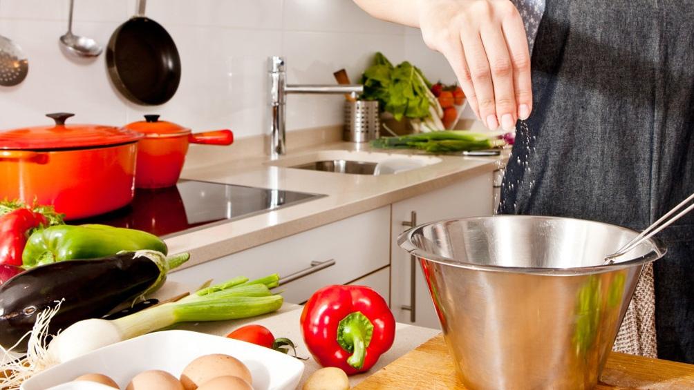 Los especialistas coinciden en que hace falta disfrutar de la cocina y elegir productos de temporada.