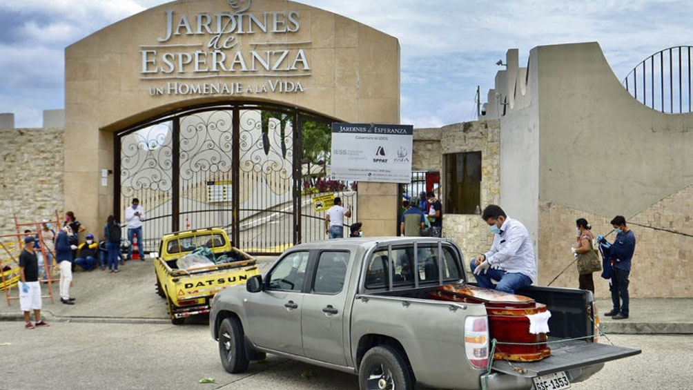 Se duplicaron las muertes por coronavirus y prohibieron los velatorios en Guayaquil