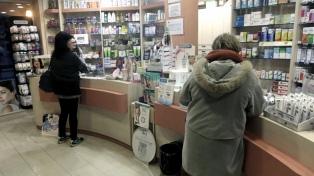 """Trabajadoras de farmacias se suman a la iniciativa """"barbijo rojo"""" contra la violencia de género"""