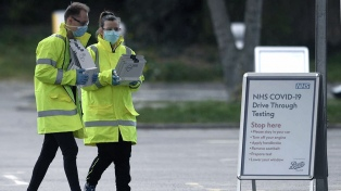 El Reino Unido reporta otras 888 muertes y supera las 15.000