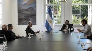 """Fernández recibió a la Cámara de Comercio, que le planteó un """"aislamiento selectivo"""" para reactivar al sector"""