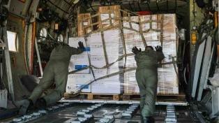 Un avión Hércules de la Fuerza Aérea traslada respiradores y ecógrafos a las provincias