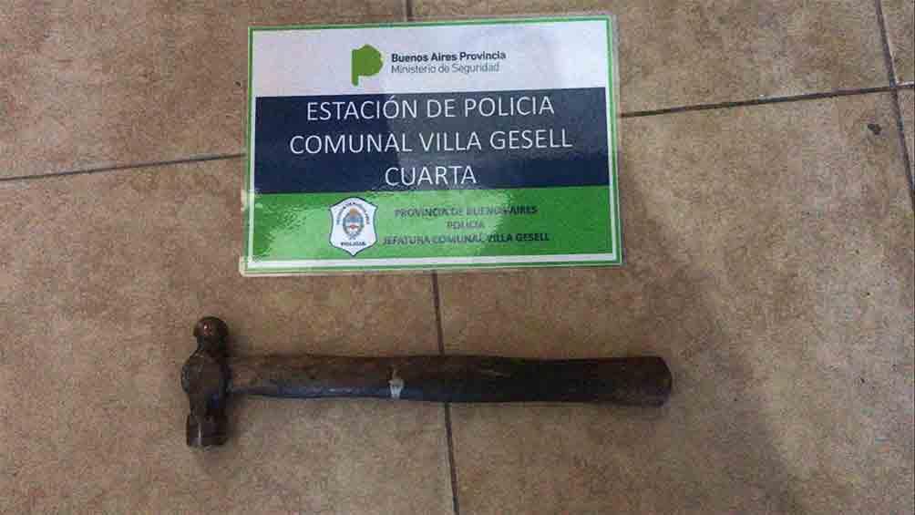 Detuvieron a un hombre cuando atacaba a martillazos a su mujer en Villa Gesell