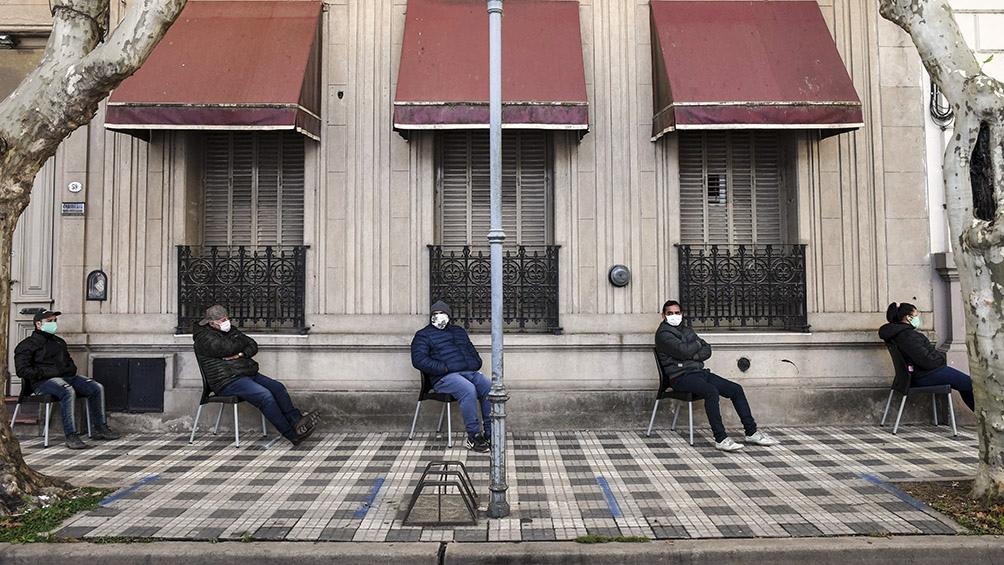 Tres municipios bonaerenses retroceden de fase porque su sistema sanitario está al límite