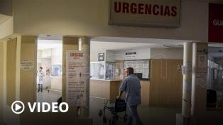 Catorce voces dirigidas por Vitale le cantaron al personal de la salud del Clínicas