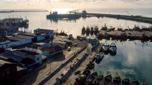 Autorizaron que el crucero fondeado frente a Mar del Plata ingrese este miércoles a puerto