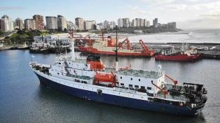 """Amarró el Crucero """"Ushuaia"""" en Mar del Plata y le realizaron hisopados a sus tripulantes"""