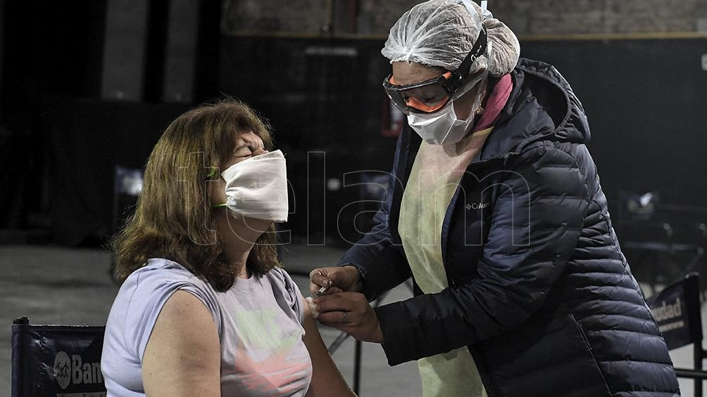 """Yedlin: """"una vez terminada la fase 3 la vacuna rusa va a ser una vacuna colocable a cualquier edad""""."""