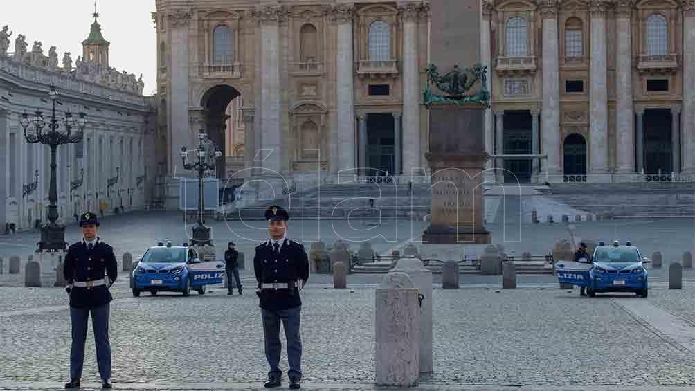 La Guardia Suiza Pontificia es un cuerpo militar encargado de la seguridad del papa y de la Santa Sede.