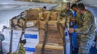 Aviones militares reparten respiradores, ecógrafos y protección a las provincias