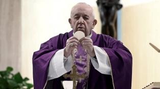 """En la vigilia de Pascua, el Papa pidió el fin de """"la producción y comercio de armas"""""""