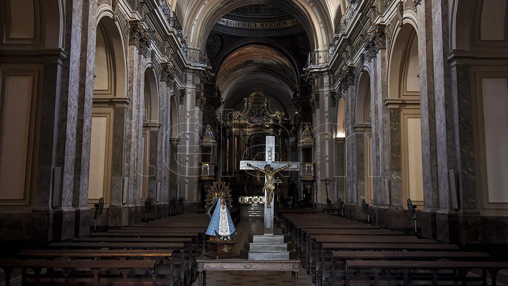 Este año el Sábado Santo se celebrará solo en las catedrales y parroquias, sin fieles.