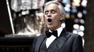 Andrea Bocelli cantó solo por Pascua en la Catedral de Milán