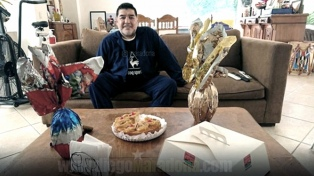 Maradona deseó Felices Pascuas a todo el mundo