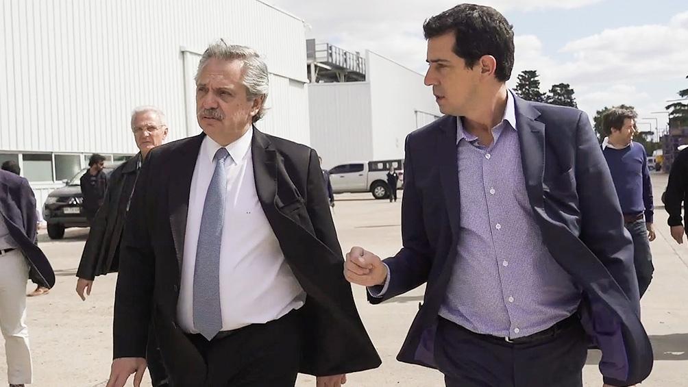 Fernández le regaló un libro sobre la vida política de Néstor Kirchner y otro acerca de Juan Duarte.
