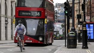 Inglaterra empieza a levantar algunas restricciones por el coronavirus
