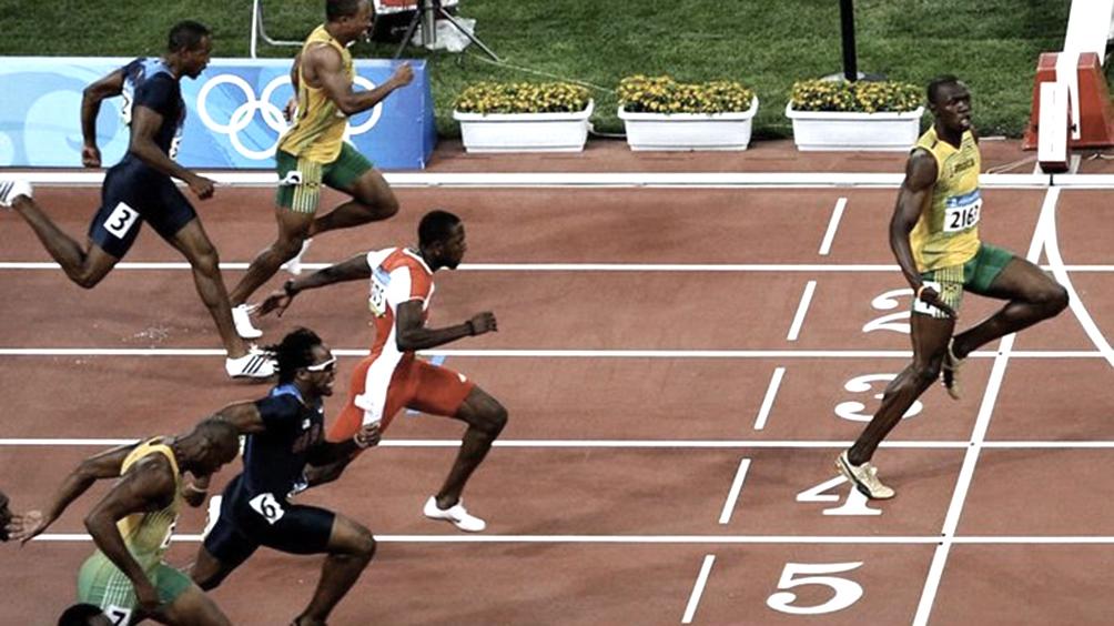 Bolt usó la foto de un triunfo olímpico para instar al distanciamiento
