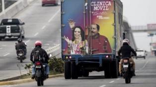 Criticada por la OPS, Nicaragua despliega clínicas móviles con la imagen de Ortega