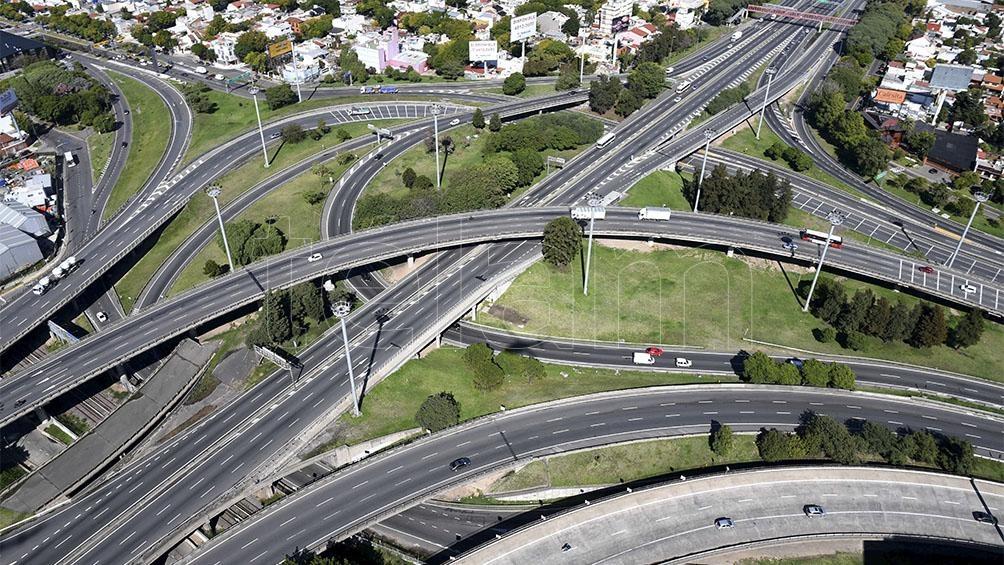 Pocos vehículos y gran acatamiento al aislamiento en las áreas urbanas