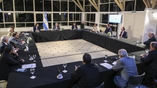 Fernández analizó con gremios y empresarios la reanudación gradual de la construcción