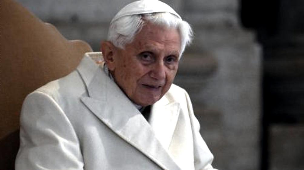 Benedicto XVI vive recluido en un monasterio dentro de los jardines vaticanos desde su renuncia al pontificado
