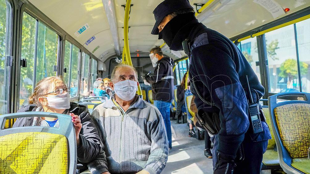 El gobierno bonaerense busca reducir la circulación en el transporte público del AMBA