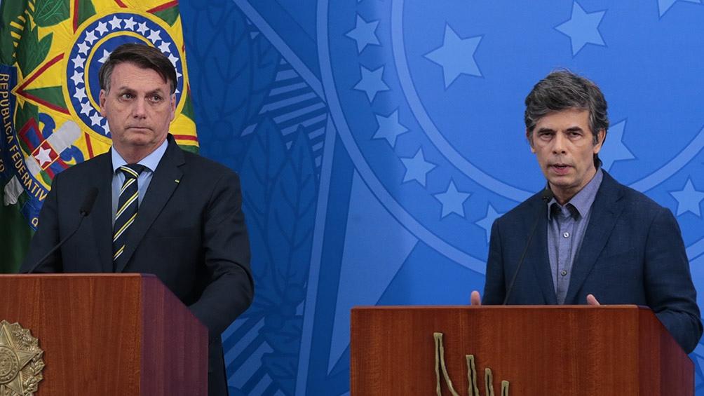 Nelson Teich junto a Bolsoanro
