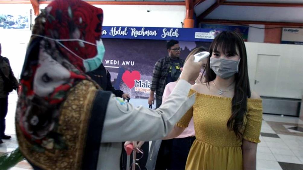 Indonesia registra un pico diario de fallecidos y supera los 700.000 casos