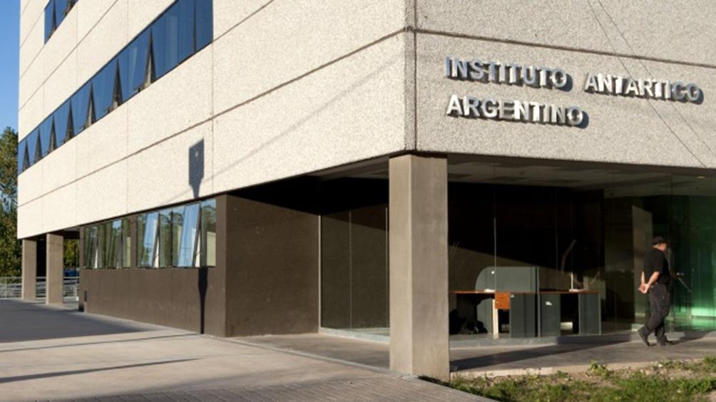 El IAA está integrado por aproximadamente 56 investigadores especializados en diferentes disciplinas.