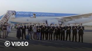 Llegó el primero de ocho vuelos de Aerolíneas Argentinas con insumos médicos desde China