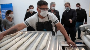 Elaboran 1600 kilos de pan proteico para comedores con máquinas incautadas al narcotráfico