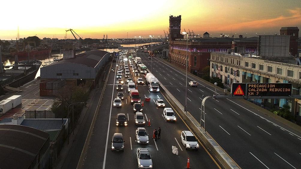 Autopista acceso a ciudad de Buenos Aires